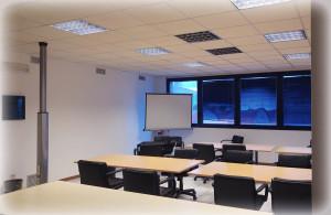 """L'aula """"Office"""" può contenere fino a 30 postazioni, di cui 20 con computer, per corsi e conferenze di ogni genere."""